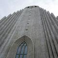 Hallgrimskirkja - der Bau der Kirche mit dem 73m hohen Kirchturm dauerte 40 Jahre
