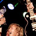 Andre mit seiner gewonnenen Gibsongitarre