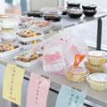 大川学園ではお昼にほっともっとのお弁当屋さんが出張販売に来てくれるんです