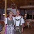 パーティーで民族衣装を着る事になりました。(体形が違いブカブカ)
