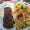 Cevapcici mit Tsatsiki und Zucchini Paprika Reispfanne