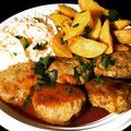 Scharfe Biester Partyfrikadellen dazu  BBQ Soße mit Kartoffelecken und Salat