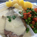 Rindfleisch mit Meeretich Salzkartoffeln und Erbsen Möhren