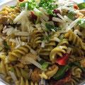 Spirellisalat mit Parmesan und Hähnchenfilet