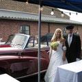 Hochzeitsbild Oldtimer Braut Fahrer