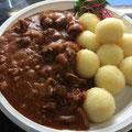 Gulasch vom Rind mit Kartoffelklöße