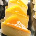 『チーズケーキ』 杏ジャムがチーズの味わいを惹きたてるスフレタイプのしっとりふわっとなチーズケーキ