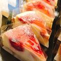 『クラフティ』 パイ生地タルトにごろっと苺とラズベリー コクのあるチーズとフルーツの酸味がよく合うチーズケーキ
