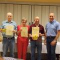 Armin Schad und Evi Kaifel (25 Jahre Vereinsmitglied), Peter Schneider (20 Jahre Vorstandsarbeit) und Markus Mohr