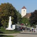 Marktplatz mit Kriegerdenkmal und Stadtpfarrkirche