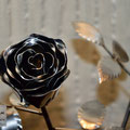 Edelstahlblumen - Edelstahlrose - Detailansicht Edelstahlblüte (© Raven Metall Design)