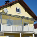 Balkonüberdachung aus Edelstahl mit Glas (© Raven Metall Design)