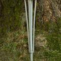 Edelstahlbrunnen - Wassersäule aus Edelstahl - Detailansicht Erdspieß (© Raven Metall Design)