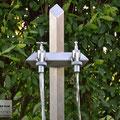 Edelstahlbrunnen - Wassersäule aus Edelstahl - Detailansicht Auslaufventile (© Raven Metall Design)