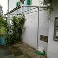 WANA, Dach mit Polycarbonat Wellplatten 1,4 mm klar. Dachrinne aus PVC grau, mit Speier
