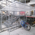 WANA 420. Anpassung und Montage an bestehenden Eisenrahmen, mit Dachrinne aus PVC grau.
