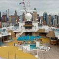Blick auf das Schiff und New York