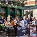 Typisch London, ein Bier nach Feierabend auf dem Bourough Market
