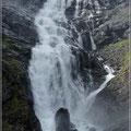 Der Wasserfall von der Brücke aus gesehen
