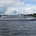 Fluskreuzfahrtschiff auf der Wolga