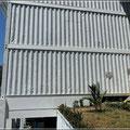 Von der Seite sieht man die Bauweise - Container