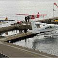 Wasserflugzeuge landen und starten im Minutentakt