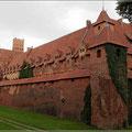 Die Burg hat imposante Ausmaße
