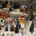 Bei uns baut man Eisenbahnen, hier Weihnachtsdörfer