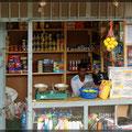 Große Läden gibt es kaum, meist nur einfache kleine Läden