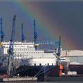 Dock mit Regenbogen