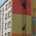 Kunst am Bau (die Häuser sind übrigens oft nicht verputzt)