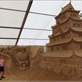 Die Skulpturen sind bis zu 8 m hoch