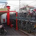 Sogar auf Schiffen gibt es Radparkplätze