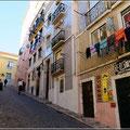 Typische Gasse in Lissabon