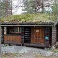 Oft kann man auch Holzhütten mieten, mit Dachterrasse