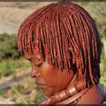 Hamar nutzen rote Tonerde und Butter für die Haare