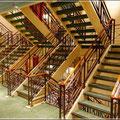 Im mittleren Treppenhaus (Fahrstühle gibt es natürlich auch)
