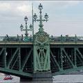 Brücke über der Newa