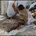So zerkleinert man Steine in Äthiopien