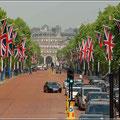 Fahnenschmuck auf der Allee zum Buckingham Palace
