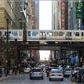 Die Metro fährt in der Stadt häufig oberirdisch