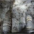 In den Höhlen
