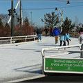 Diese Eisbahn war besonders schön und schlängelte sich durch den Park