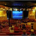 Sogar ein Theater gibt es auf dem Schiff
