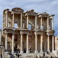 Ephesos. Die imposante Fassade der ehemaligen Bibliothek.