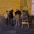 Am Tempel der Zoroastrier verbringen wir den halben Abend mit den Kids aus der Nachbarschaft