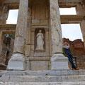 Hier in Ephesos befindet sich eines der sieben Weltwunder.