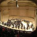 Aber eine kleine Idee bekommt man doch vom Stern Auditorium der Carnegie Hall.
