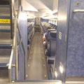 Ich finde immer interessant, wie in anderen Ländern Züge aussehen - und was man den Passagieren so an Dummheit zutraut