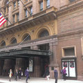 Das ist der Haupteingang der Carnegie Hall